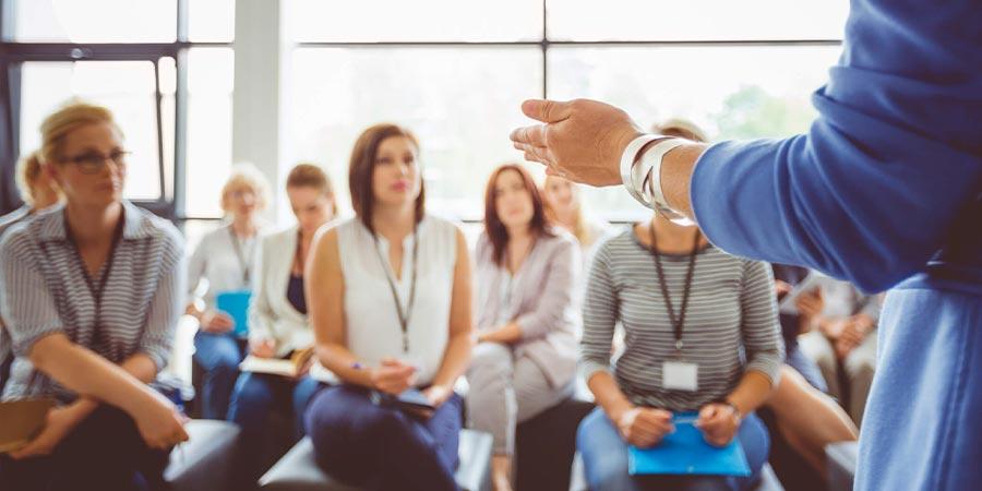 O que são os programas de treinamento e desenvolvimento
